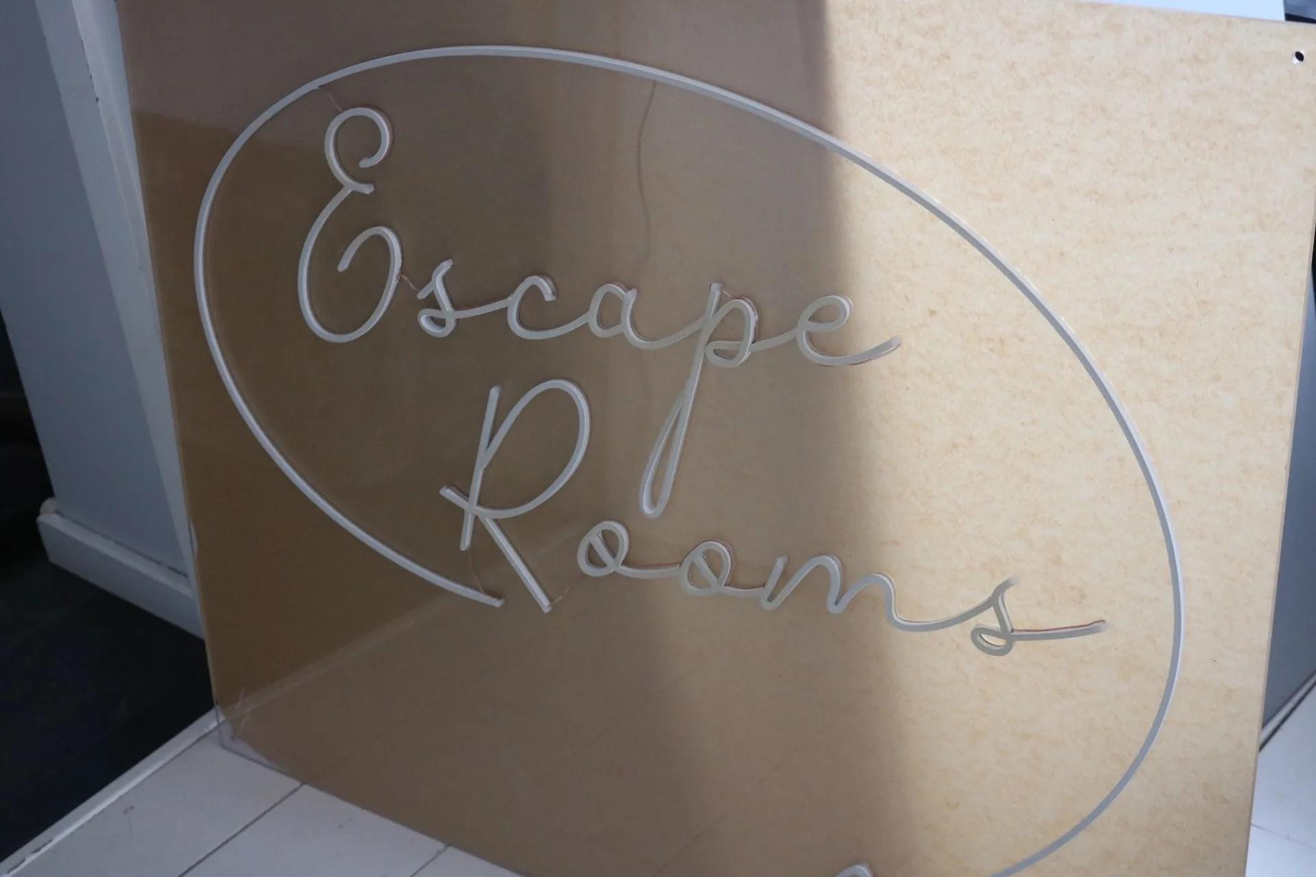 LED NEON escape rooms 5