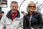 Bobby Unser y su esposa Norma (FOTO: Chris Jones/INDYCAR)