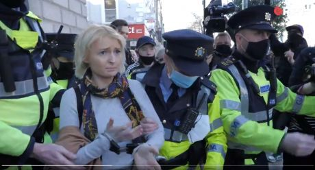 woman_arrested_for_no_reason_2.jpg
