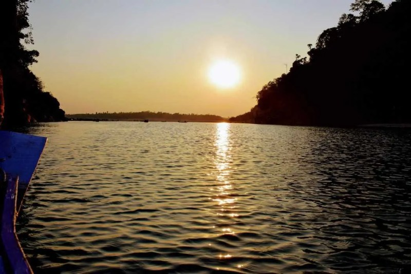 Beautiful Sunset view from the boat, Umngot River,Dawki