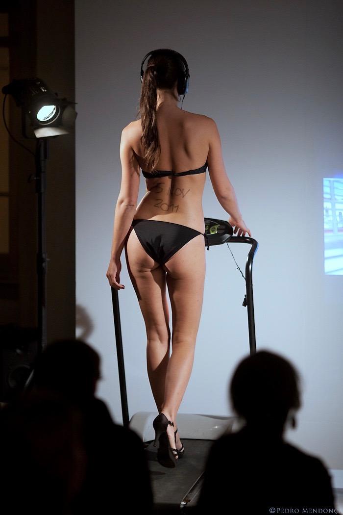 Walking Girl | performance by Alexandre Lyra Leite