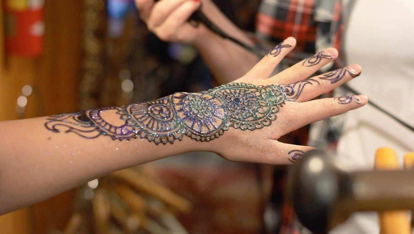 Tatuajes En Henna Y Tradiciones De La Boda Hindú Ineventoscom