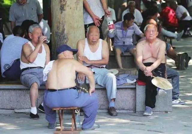 """今日话题:中国女孩到底有没有""""穿衣自由"""""""