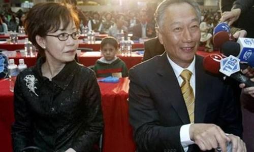 后媽只比自己大2歲,富豪們的年輕妻子,除了何鴻燊還有這位首富_騰訊新聞