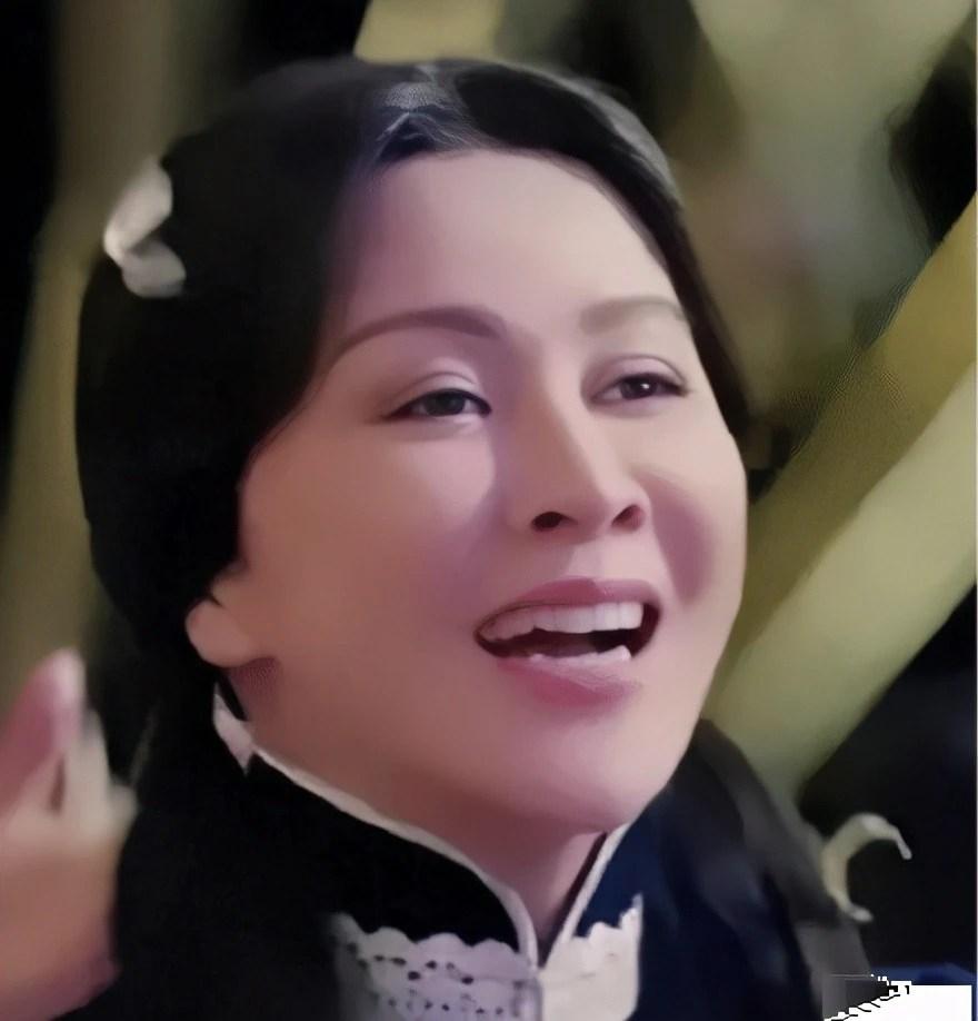時隔多年。55歲劉嘉玲再次雙馬尾飾演27歲民國少女。你愛了嗎_騰訊新聞