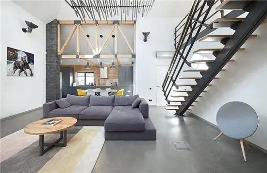 redesigning a kitchen kitchens to go 旧的郊区房子变成了当代的住宅 原来的建筑有许多小房间和一个阁楼 在我们重新设计的时候 我们拆除了墙壁 包括一面墙的一部分 用木梁代替 一个厨房和一个起居室变成了一个空间