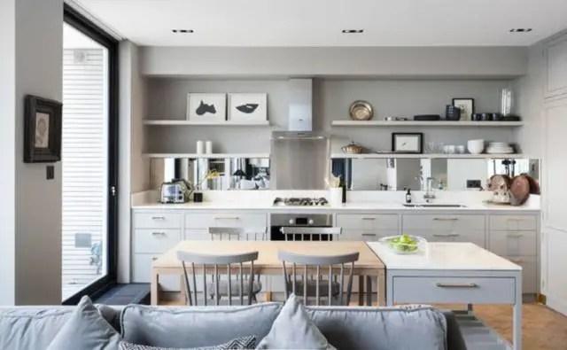 compact kitchens shelves for kitchen 怎么设计一个紧凑的厨房 厨房虽小 堪比仓库啊 的作用 有了抽屉主人就可以轻松的找到想要的东西 避免了一切杂乱的发生 同时节省了找东西的时间 最重要的是 抽屉看起来很别致 可以大大提升厨房 的设计品味