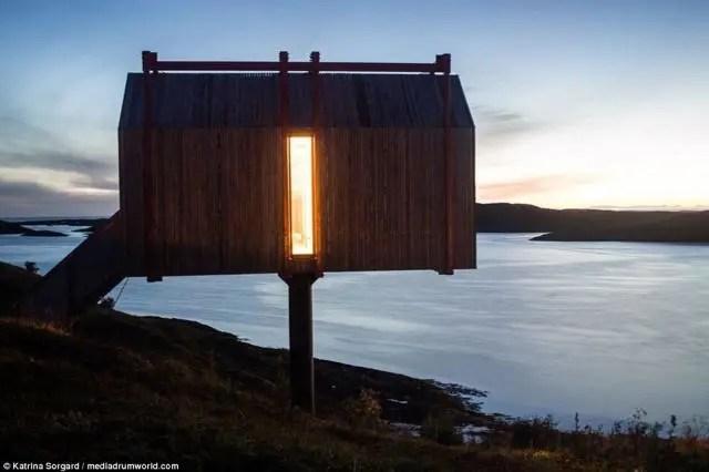 kitchen islands uk lights for over table 这家酒店位于北极 自给自足只能住4人 据英国每日邮报12月5日报道 在挪威北极圈内有一家奇特的酒店 酒店坐落在一个岛屿上 这里荒无人烟 距离最近的商店都有18英里 约28千米 酒店由9个不同的模块化