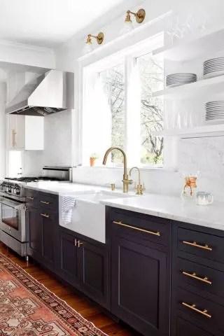 porcelain kitchen sink bay window curtains 国内买不到 海淘太沉 这种洁白如玉 露出裙边 高科技无法造出的古典美 我一直想要个白色的水槽 质量要比小时候的白瓷水槽好 装置的方式要像我们常见的西方传统厨房那样 露出水槽的前面部分 而不是完全嵌入 只露出一个边缘