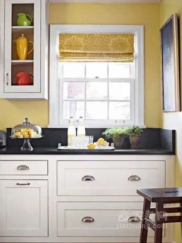 best kitchen paint free standing 2018橱柜流行色抢先看 终于不用愁选什么颜色了 干脆明亮的白色橱柜是传统厨房的标志 黑色的石台面和干净的白色油漆搭配起来 让这个厨房多了一丝迷人的气息 再搭配上温暖的浅黄色为厨房背景色 毫无违和感 同时多
