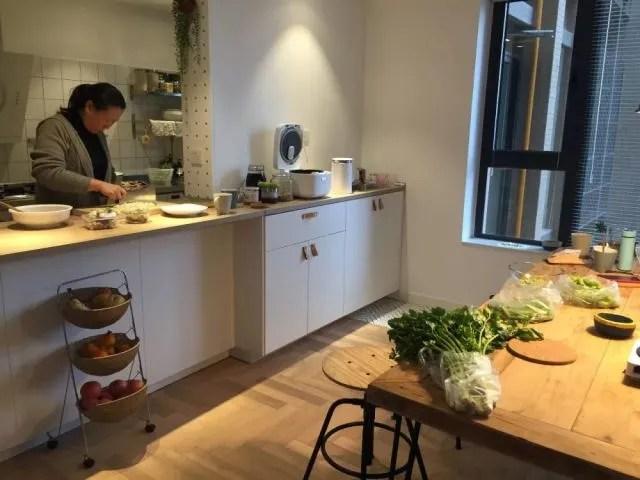 amazon kitchen table canisters for counter 装修回头看 家的样子 厨房格局篇 开放式厨房除了能够实现家人随时交流的需求外 它还实现了我们的 吧台梦 吧台实在太好用了 它是下厨人最爱的切菜台面 因为它足够的宽敞 长1 56米 宽0 64米