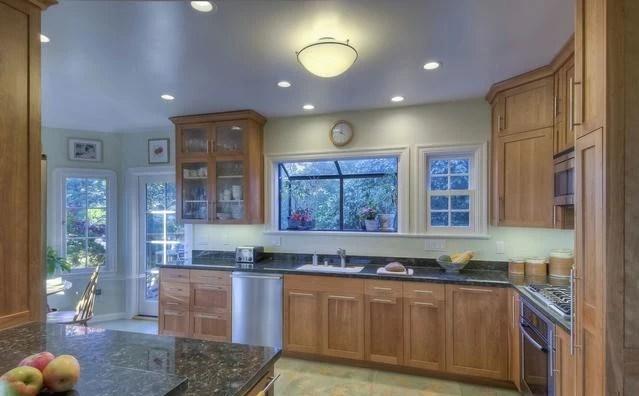 best kitchen lighting marble table set 厨房灯 这样合理分区打造更简洁实用 腾讯网 在厨房炒菜做饭时看不看得清是一个大问题 灯光太暗 切菜容易伤着手 灯光太亮 又特别晃眼睛 而白光是冷光 冷光的照明效果比暖光更好 因而在厨房最好选用白色光线