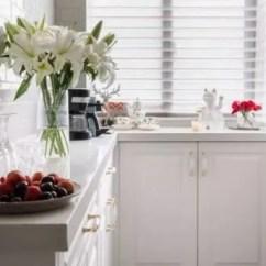 Brass Kitchen Hardware Outdoor Design Plans Free 全白色厨房 强迫症看了都说爽 腾讯网 设计师tina Wang就设计了一个全白的中西厨 只有五金和灯具选择了带有黄铜材质的款式 整体颜色非常统一