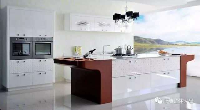 decorative kitchen signs small kitchens with islands 有趣的设计 让厨房也能玩出浪漫的生活情调 岛台型厨房是女主人居家生活的中心 它的存在是凝聚家人情感的最佳场所 一家人一起谈天和做菜 即使再小的空间也能拥有此等享乐