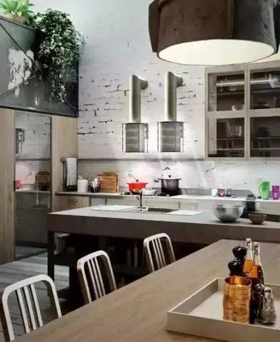 industrial kitchen stools wall mount faucet lowes 作为一个型男 没有这样的厨房怎么能下厨 腾讯网 而工业风格的厨房看起来也是非常有个性的 你发现它的特别之处了吗 看厨房的墙上 刻意地适当暴露出一些本来的墙体 让它看起来就像有一些与生俱来的颓废破旧感