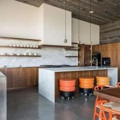 Kitchen Pub Sets Island Made Out Of Dresser 欧美时尚家居 10套大理石和木材结合的现代化厨房 欧美新潮流 腾讯网 大理石和木材的当代厨房与轮子上的多彩酒吧凳