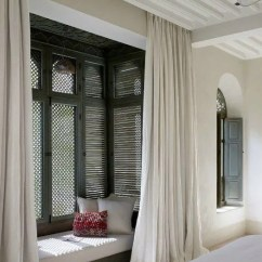 Corner Booth Seating Kitchen Building Your Own Cabinets 为您的家添加一个靠窗座位的创造性方法 通过给你的阁楼赋予特殊的意义 最大限度地利用在家里的可用空间 清理窗户或天窗旁的一个角落 重新布置家具来增加一些舒适的座位 这样您就可以充分利用这些华丽的