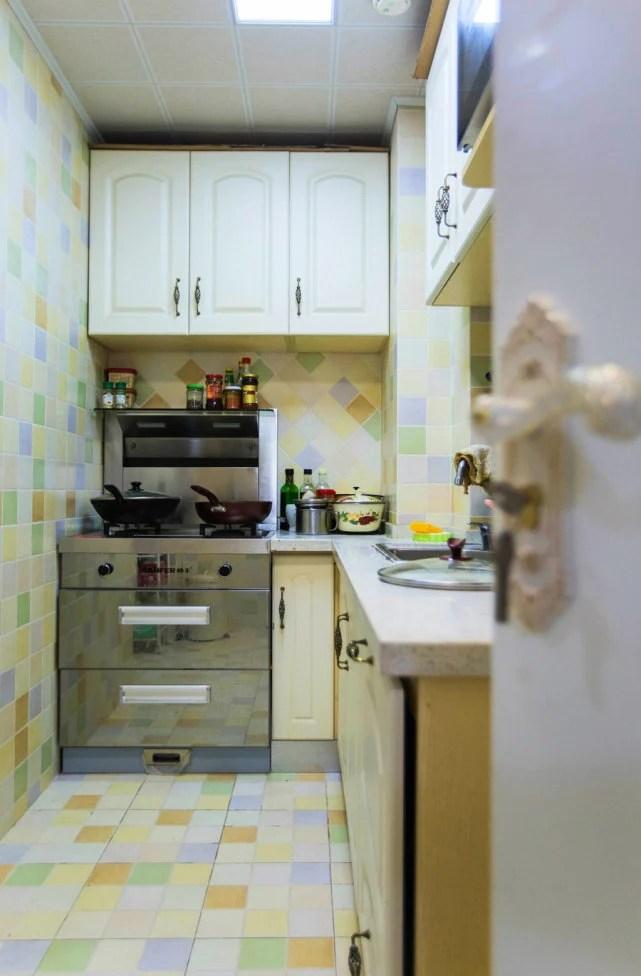 kitchen aid wall oven outdoor pergola 志轩说 这是高颜值 小公主 对家的所有想象 志轩家居美学文章 由于唐小米家的厨房不大 但要容纳她那颗 做大厨 的梦 必须要好好分区 利用吊柜来增加储物 将烤箱嵌入地柜 厨房彩色格子拼砖让唐小米爱到不能自拔 丰富却不凌乱的