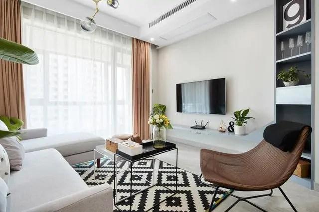 kitchen aid colors white table sets 88 客厅餐厅和厨房一体式化设计 简单凸显品味 腾讯网 88平米的房子 装修花费了7万元 简单中凸显了主人的品位 客厅的电视墙设计就是很简单 一体式的隔板电视柜 然后这边是立式的隔板柜 属于蓝灰色系的颜色 搭配白色