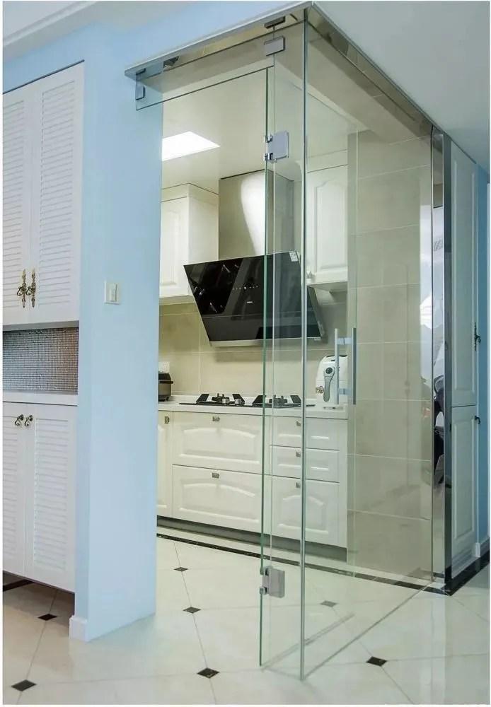 kitchen entry doors greenery above cabinets 厨房门这样搭配 做饭心情都好了 厨房门