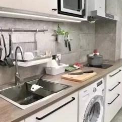 Kitchen Wood Countertops Table Chairs 给厨房选择合适的台面 我喜欢白色 你呢 灰木色 原木色 棕木色等等都是属于木质台面本身的色彩 再加上木质台面自带的纹理 让厨房多出了许多自然气息