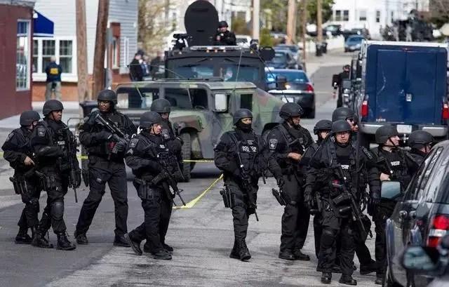 56沖曾把美國警察打到絕望!美國的執法環境有多危險?
