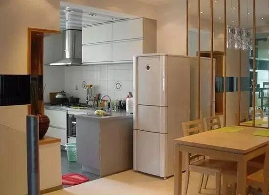 kitchen table set with bench yellow chairs 为什么聪明人从不把冰箱放厨房 如今都这样做 太实用了 那么冰箱应该摆放在哪里呢 其实家里的餐厅就是摆放冰箱最为合适的地方 因为这里是我们用餐的地方 而且摆放的也只有一套餐桌椅 所以空间还是满足的 选择餐厅的一个