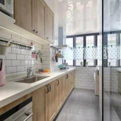 Large Kitchen Cart Black And White Table 小户型的厨房不能少了收纳设计 这样的布局好实用 假如你家厨房外还有一个迷你的小阳台 那齐家小菜建议你把阳台也包进厨房里 这样厨房看起来也会宽敞许多 收纳空间也更充足了