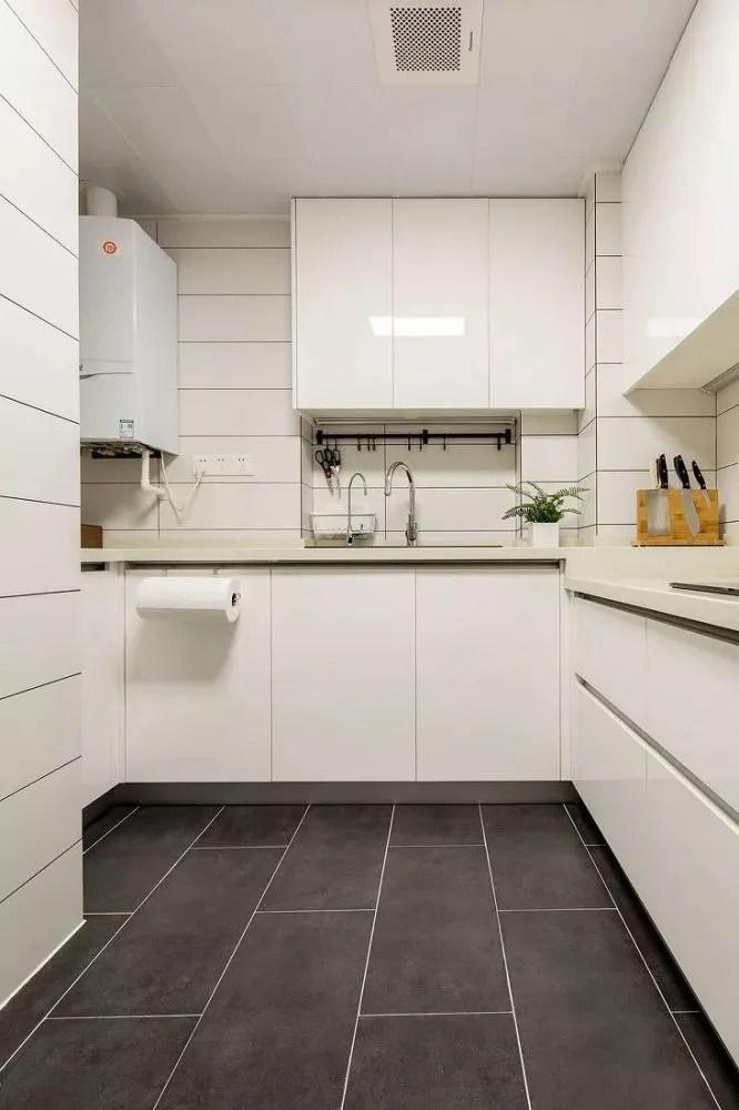 large kitchen cart microfiber rug 小户型的厨房不能少了收纳设计 这样的布局好实用 凹槽空间不是很大的 也可以做窄柜子 用来摆放小推车等 现在某宝上有很多不同款式的缝隙收纳小推车 放在厨房内很实用