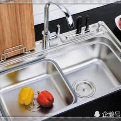 Cheap Kitchen Sinks Do It Yourself Cabinets 厨房水槽选单槽还是双槽好 听装修师傅说完 之后不再纠结了 水槽是厨房中使用频率很高的 但是在装修的时候会发现一个特别纠结的问题 那就是水槽式选单槽好还是双槽好 听装修师傅说完才恍然大悟 赶快来看看吧