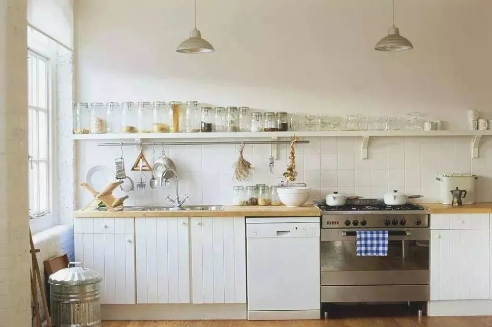 delta kitchen sinks 36 inch table 地方怕乱不怕小 看小厨房布局如何逆袭 厨房设计最基本的是三角形空间 也就是水槽 操作台和灶台的位置 最理想的就是一个三角形 但是狭长状的厨房很难做到这点 而一字形与l形设计则成为最常见且最适宜的