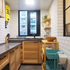 Kitchen Stools With Backs Essentials Calphalon 把厨房的橱柜做成高低台 使用方便也不会影响它的颜值 厨房的橱柜做了高低台的设计 在清洁的时候就需要注意一下高低台相接的地方 避免留下一个卫生死角 时间久了很难看