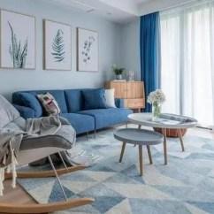 Blue Kitchen Rugs Island Pendant 145平地中海混搭日系 最喜欢厨房和餐厅的部分 蓝色系的家装非常清新透亮 在这样的空间里心情很容易就放松下来 墙纸 窗帘和地毯分别用了不同亮度的蓝色 打造一种递进的层次感 自己组合的沙发实用美观