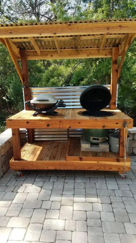 outdoors kitchen stainless steel grid for sink 户外厨房听着离谱贼实用 省去油烟机还能到处跑 一起烧烤美滋滋 作为户外厨房 一般会采用木工打制或是瓦工砖砌的方式建造厨房 主要是因为木质或是砖砌适合放在户外自然的环境之中 风吹 日晒 雨淋的环境 当然木质材料需要选择