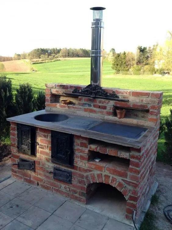 outdoor kitchen hood cabinet blueprints 户外厨房听着离谱贼实用 省去油烟机还能到处跑 一起烧烤美滋滋 砖石本身的防水性比较好 可以搭配大理石台面 或是将各种西厨灶具嵌入进来 使用起来也更加方便