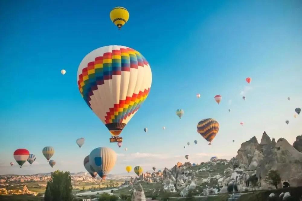 """高空科學觀測神器:中國""""極目一號""""系留氣球創7003米記錄"""