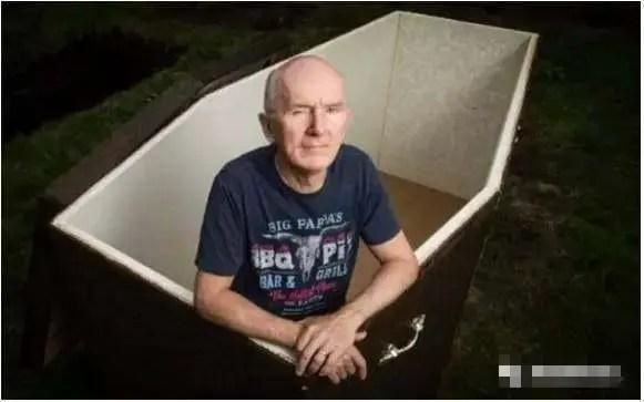 40歲前他自暴自棄,62歲他做了一口互聯網棺材把自己活埋