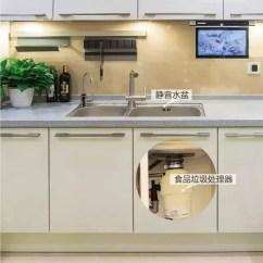 Pull Out Kitchen Faucets Inside Cabinets 厨房装上这9样家具 再规避这5个问题 用30年不过时 天天快报 3 拉伸水龙头 装一个可伸缩的水龙头要比固定的水龙头好用得多 洗锅的时候只要拔出水龙头就可以全方位的冲洗 非常方便又冲得更干净