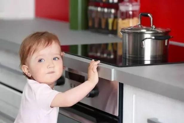 kitchen kid laminate countertops 超实用安全指南 家有宝宝 厨房安全不能轻视 孩子天生的好奇心 和家长偶尔会分散的注意力 要求我们关注针对孩子的厨房防护措施 对藏有危险的区域进行小幅度的改造 或者只是有意识地挪动一下危险品的位置 都