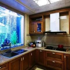 Summer Kitchen Ideas Aids For Disabled 越来越流行这样做鱼缸 比阳台好上不止百倍 难怪多花钱也要做 天天快报 这种嵌入储物柜的做法 有想法的业主会选择做在厨房 如下图所示 借助厨房的窗户 将原有的窗户拆掉嵌进去一个鱼缸 给本来单调的厨房增加了很多情调 而且靠着水槽