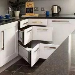 Pull Out Kitchen Cabinet How Much Is It To Remodel A Small 德国人的厨房 设计如此微妙 终于知道和我们的差距在哪儿了 腾讯网 将拐角处的废弃空间充分利用 实现使用价值的最大化 转角处的拉篮设计 通过合理配置可以大大提升厨柜空间利用率 使各种物品和用具各得其所 而且能保持厨房整洁