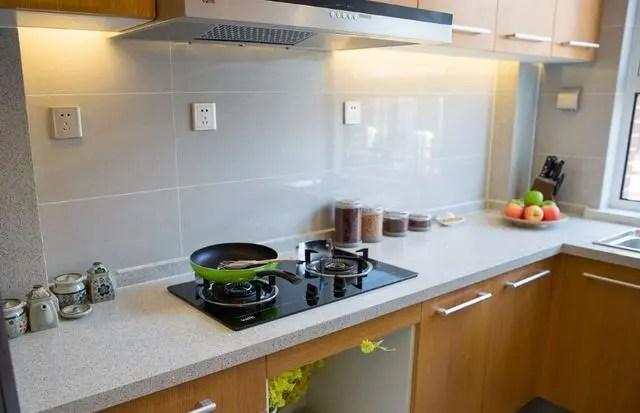 kitchen pantry cabinets freestanding faucet 厨房设计装修六大原则 腾讯网 操作流程原则 合理分配橱柜空间 在规划空间时 尽量依据使用的频率来决定物品放置的位置 如将滤网放在水槽附近 锅具放在炉灶附近等 而食物柜的位置最好远离厨具与