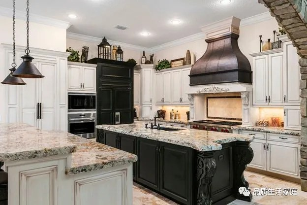 www.kitchen cabinets overstock kitchen sinks cabinet美国橱柜的设计风格 天天快报 raised panel是指橱柜柜门的中央面板是凸起来的 panel体现的是传统 大气 奢华luxury的风格 这种橱柜 门板的制作耗时 废料 有很多细节的处理非常精细