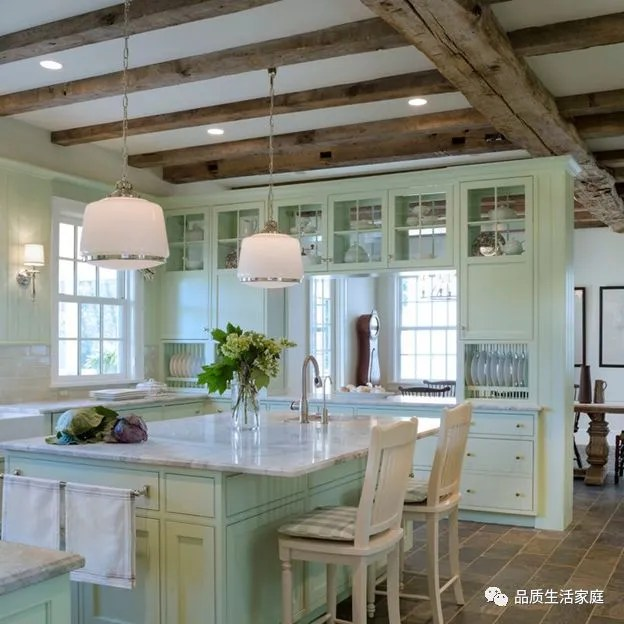 repaint kitchen cabinets best sink brands 美国橱柜流行色系 天天快报 介绍了这么多种颜色 大家应该有看到一些自己比较喜欢的颜色了吧 接下来我们讲讲选好了颜色 我们应该选择水性漆还是油性漆 他们分别有什么区别