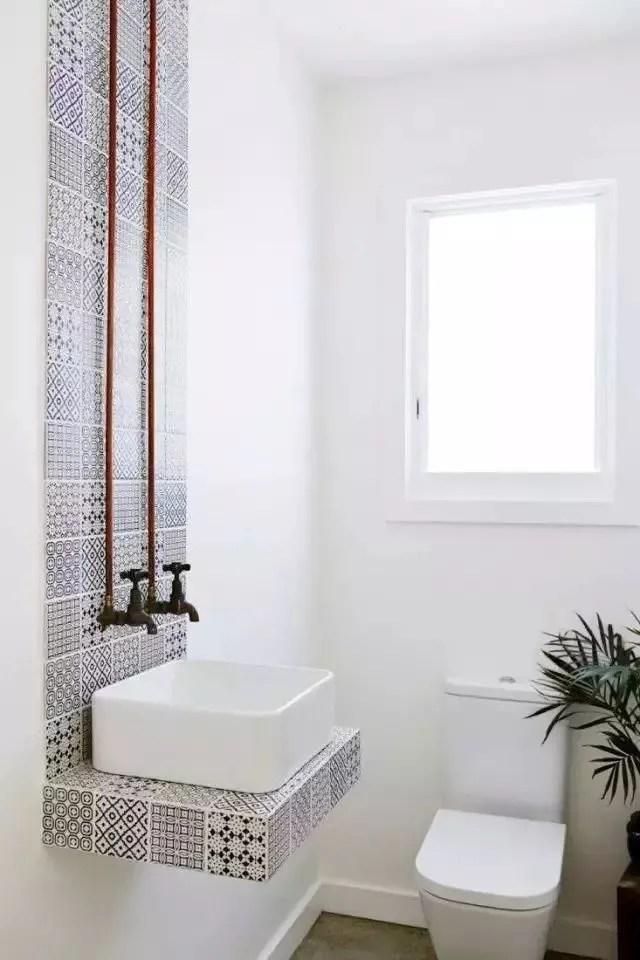 kitchen flooring trends sink pipes 用瓷砖为空间做分区 想赶流行趋势看这里 腾讯网 厨房操作区 用餐区 玄关 其实很多空间都存在地板打理不方便的问题 在这些区域用瓷砖无缝衔接木地板 能起到方便清洁 划分空间