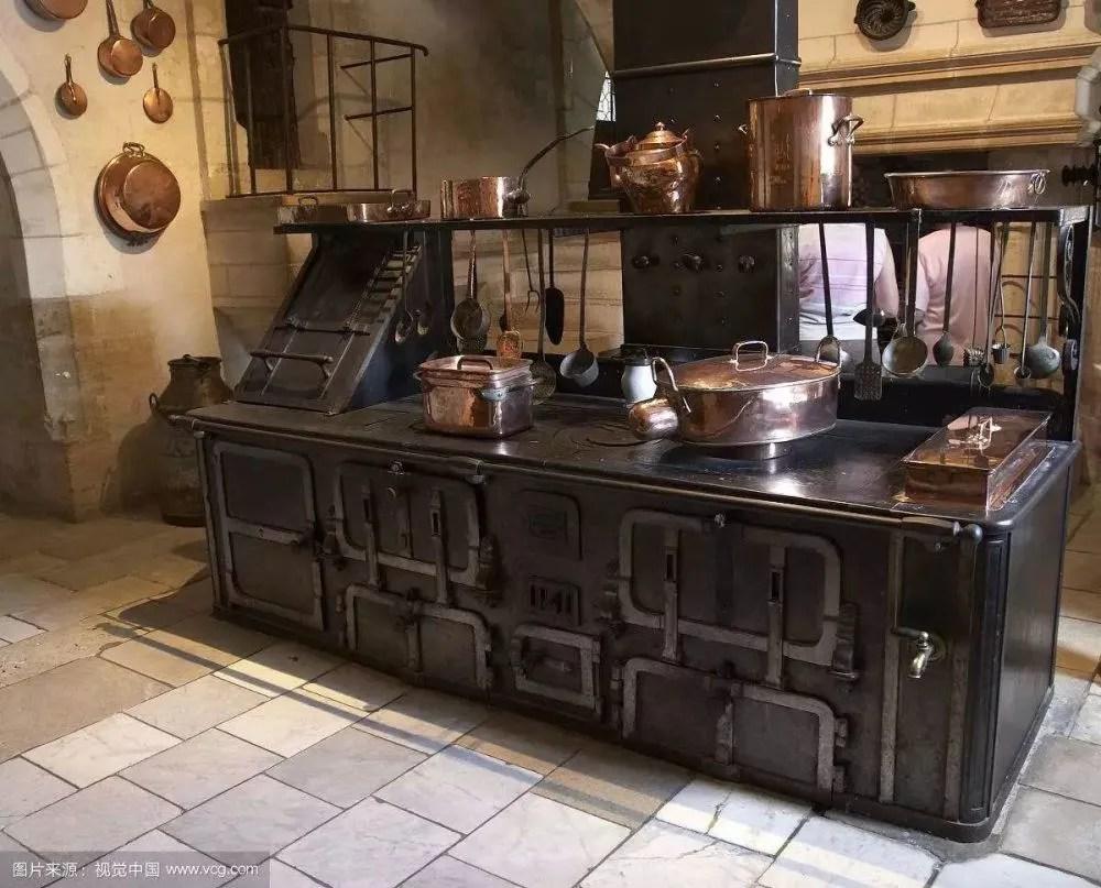 kitchen back splashes tin backsplash 做饭总是很累 因为你的厨房设计还停留在上世纪的水平 天天快报 说到好设计对于人们的影响就不得不提起世界上第一款现代厨房 法兰克福厨房 在这款厨房诞生之前 欧洲女性每天都都需要花费大量的时间困在厨房备菜烹饪
