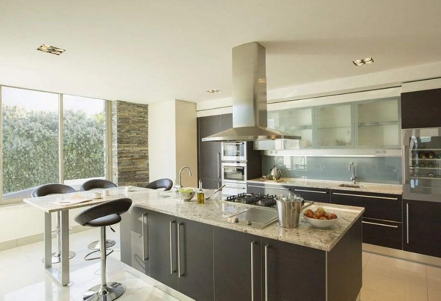 pantry kitchen glass tiles for backsplash 新房装修厨房问题最多 厨房装修应该注意哪些呢 天天快报 厨房虽然占地面积不大 但是涉及到装修的多个方面 既要美观也要实用 所以设计上一定要合理 并且厨房与我们的饮食息息相关 所谓病从口入 所以厨房装修产生的装修