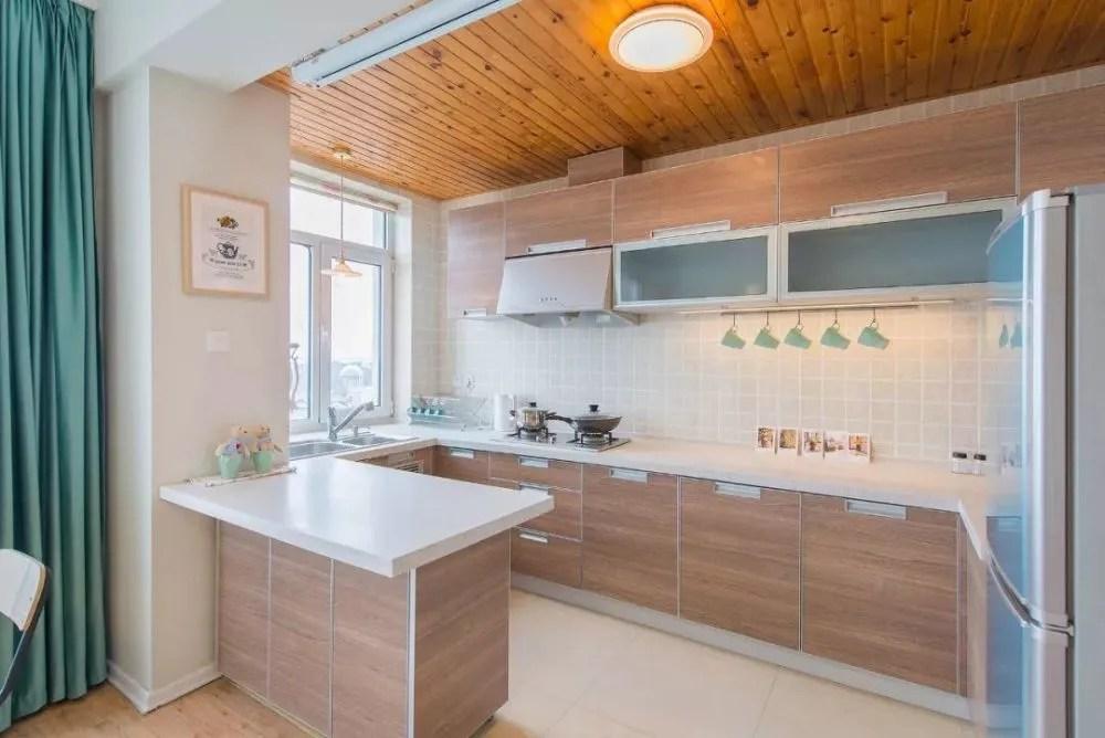 mobile island kitchen drapes 四时之美 全海景大两居适合全家出行的好房 天天快报 5 开放式的厨房也是我们最初喜欢这个房子的地方 带轮子的移动岛台扩大了备菜的空间 也成了厨房和客厅的区隔