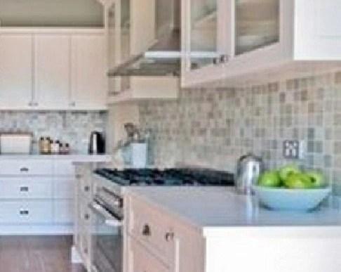 mosaic backsplash kitchen 60 inch island 创意思维 3招让厨房脱离俗套 增添随性 告别生硬 天天快报 后挡板铺贴马赛克 可以与墙砖在墙体阴角处断开 马赛克无疑给厨房注入了随性 活泼的元素