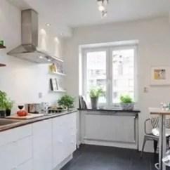 Built In Kitchen Table Tuscan Style 北欧厨房装修效果图时尚感十足的厨房 天天快报 在这个狭长的厨房内 采用了内置装修的手法 特别适合一字型橱柜 简单的小吧台设计在厨房 的角落里 特别适合夫妻两人一起炒菜 黑色的地砖和白色的橱柜在整体的色彩上